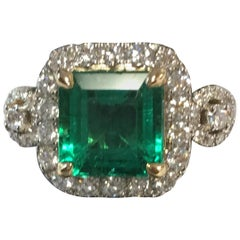 Natural Colombian Emerald and Diamonds Ring