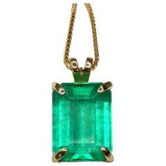 IGI Certified Huge 19.52 Carat Colombian Emerald Pendant Necklace 18 Karat Gold