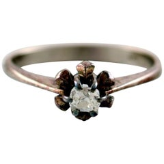 Vintage Ring of 18 Karat White Gold, Front with Faceted Stone