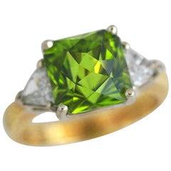 5.44 Carat Peridot, 0.69 Carat DIA, 18 Karat Ring, 1990s Ben Dannie Design