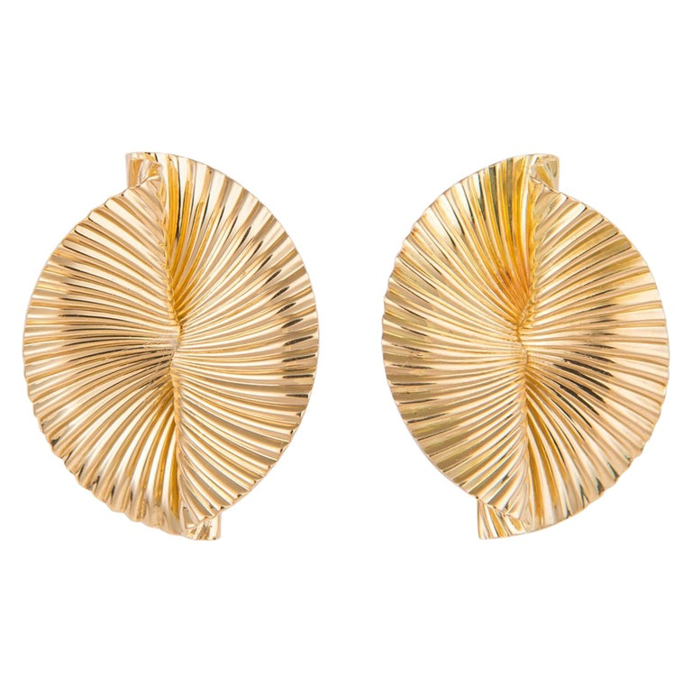 Tiffany & Co. 1960s 18 Karat Fluted Fan Motif Earrings For Sale