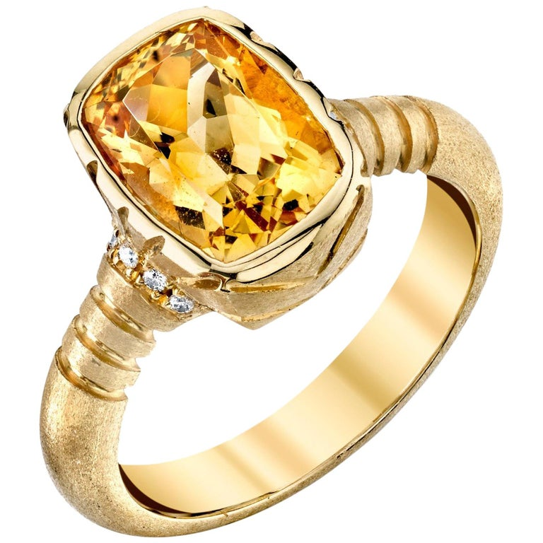 3.27 Carat Topaz and 0.08 Carat White Diamonds 18 Karat Yellow Gold Ring For Sale