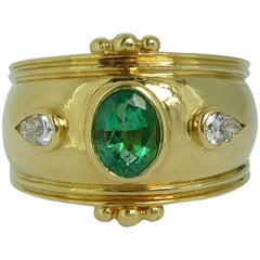 Contemporary 0.60 Carat Emerald Diamond Ring, Etruscan Style, Yellow Gold, 1993