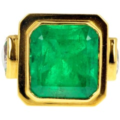 11 Carat Emerald and Morganite 18 Karat Yellow Gold Handmade Ring