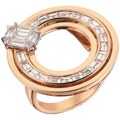 18 Karat Gold 0,70 Ct. Pie Cut Diamond 1,55 Ct. Baguette Diamond Cocktail Ring