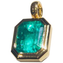 25.56 Carat Natural Colombian Emerald Guebelin Certified Gold Necklace Pendant