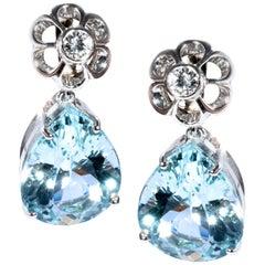 18 Karat White Gold 19.49 Carat Aquamarine Gala Cocktail Earrings Classic Retrò