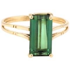 Green Tourmaline Small Cocktail Ring Vintage 18 Karat Gold Estate Fine Jewelry