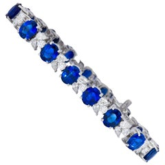 Contemporary 27.20 Carat Sapphire Diamond 18 Karat White Gold Bracelet