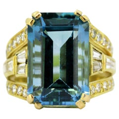 Vintage 18 Karat Gold Ring with Topaz and Diamonds, circa 1950s
