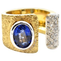 2.45 Carat Sapphire and Diamond Two-Tone 14 Karat Gold Hammered Split Ring