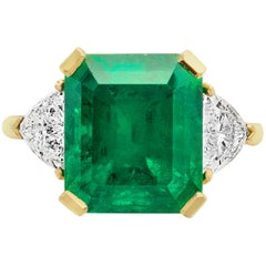 Certified Colombian Emerald 7.75 Carat and Diamonds 3-Stone Ring Gold 18 Carat