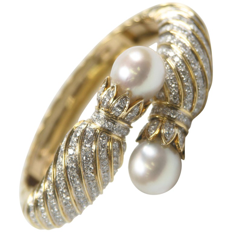 South Sea Pearl and 10.00 Carat Diamond 18 Karat Yellow Gold Bangle Bracelet