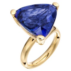 Deep Blue Trillion Tanzanite 18 Karat Yellow Gold Cocktail Ring