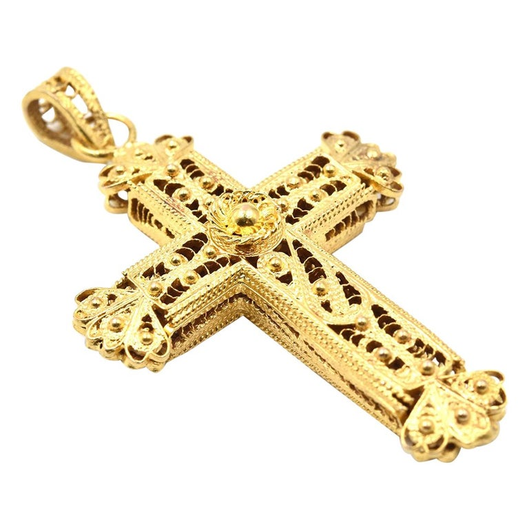 10 Karat Yellow Gold Filigree Cross Pendant