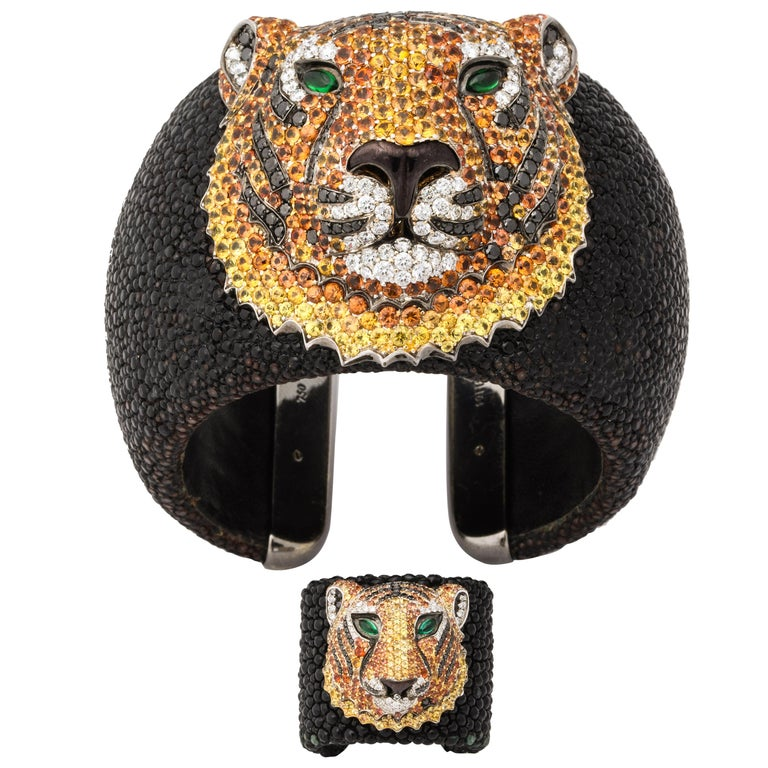 De Grisogono Emerald, Sapphire, Diamond Tiger Bracelet and Ring Set For Sale