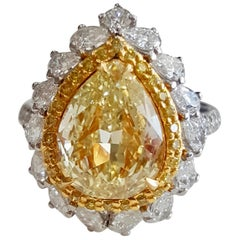 GIA Certified 4.64 Carat Natural Fancy Yellow And White Diamond Ring In 18 K