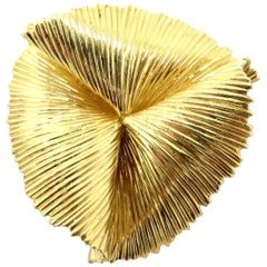 Estate Vintage Designer Tiffany & Co. 14 Karat Gold Folded Wire Brooch Pin
