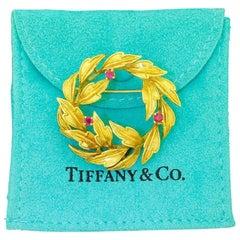 Tiffany & Co. 18 Karat Gold Ruby Leaf Holiday Wreath Pin Brooch Pin 10.75 Grams