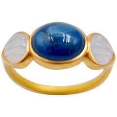 Scrives Blue Sapphire White Chalcedony 22 Karat Gold Ring
