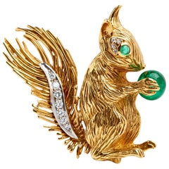 Kutchinsky 18 Karat Yellow Gold Squirrel Brooch with Diamonds and Emeralds