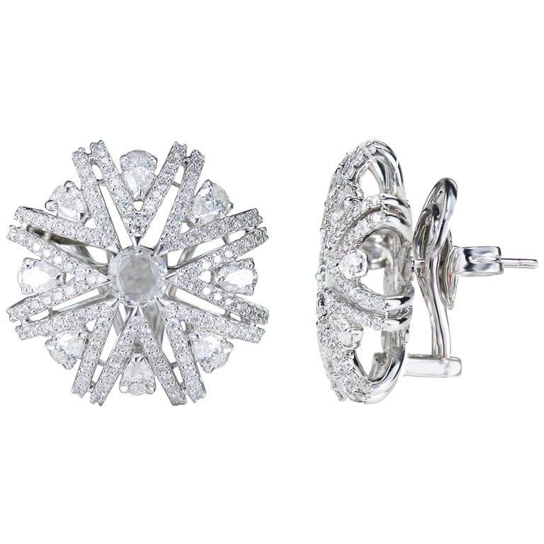 Studio Rêves Snowflakes Stud Earrings in 18 Karat White Gold and Diamonds