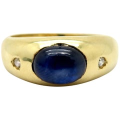 Estate Vintage 14 Karat Yellow Gold Oval Sapphire and Round Diamond Ring