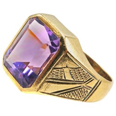 Art Deco 18 Karat Gold Amethyst Ring
