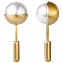 18 Karat Yellow Gold Akoya Pearl Pair of Earrings