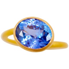 Scrives Purple Blue Tanzanite 22 Karat Gold Ring