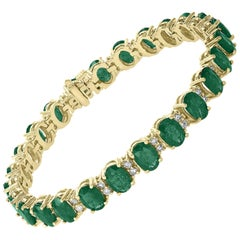 25 Carat Emerald 1.3 Carat Diamond Tennis Bracelet 18 Karat Gold