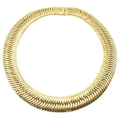 1980s Chic 18 Karat Yellow Gold Flexible Choker Necklace