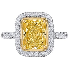 2.67 Carat Fancy Yellow Radiant Cut Diamond Engagement Ring in Platinum