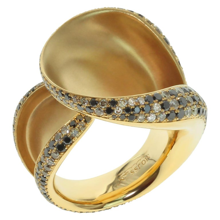 Black and Champagne Diamond 18 Karat Yellow Gold Ring 1