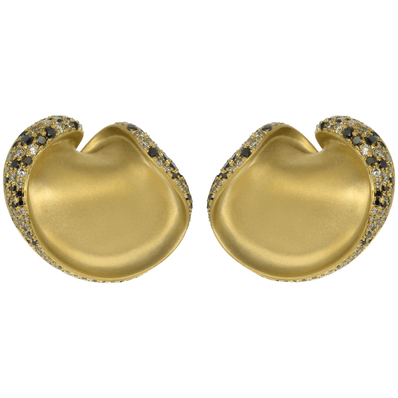Black and Champagne Diamond 18 Karat Yellow Gold Earrings