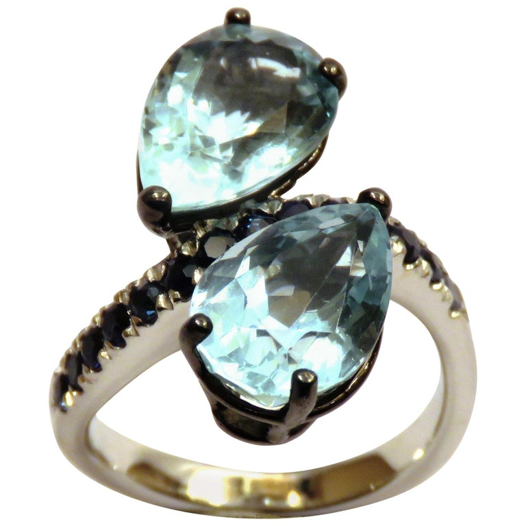 Aquamarine Blue Sapphires  White 18 Karat Gold Cocktail Ring Modern Contemporary For Sale
