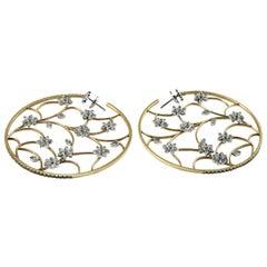 18 Karat Yellow Gold and Diamonds Openwork Hoop Earrings with Flower Details