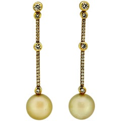 Boodles & Dunthorne, 18 Karat Gold Ladies Stud Earrings with Pearls and Diamonds