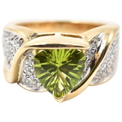Peridot and Diamond 14 Karat Yellow Gold Ring