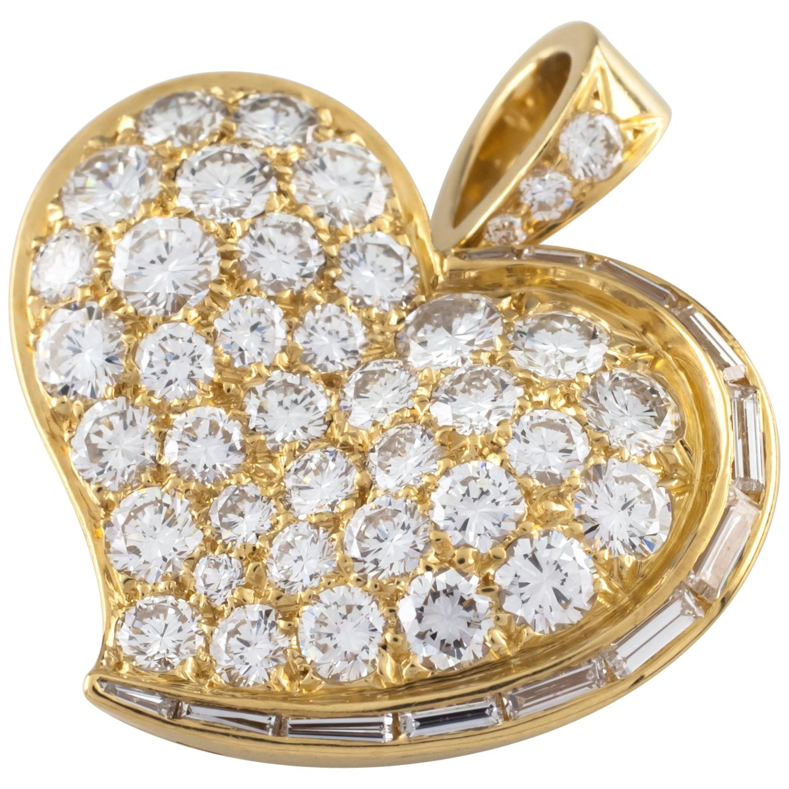 Bulgari Bvlgari 20 Karat Yellow Gold Diamond Heart Pendant
