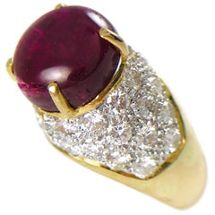 18 Karat Gold Natural Ruby Cabochon Diamond Pavé Ring, circa 1995