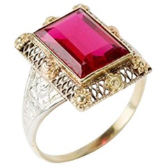 Gold Ring with Baguette-Cut Spinel, 14 Carat, 1920s