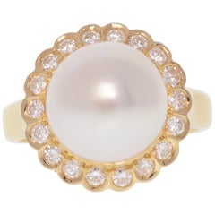 Pearl Halo Ring with Diamonds Yellow Gold 18 Karat