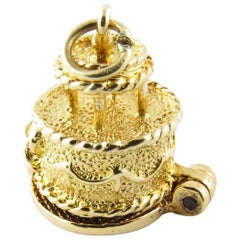 9 Karat Yellow Gold Articulated Wedding Cake with Bride and Groom Charm