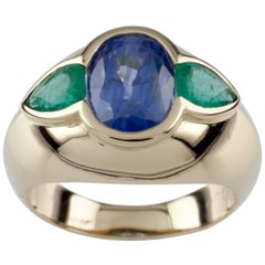 Natural Sapphire and Emerald 18 Karat Yellow Gold Ring with GIA Certified