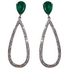4.41 Karat Birnenförmiger Smaragd und Diamant Ohrhänger