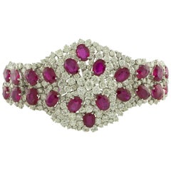 33.11 Carat of White Diamonds 47.43 Carat of Rubies White Gold Bracelet