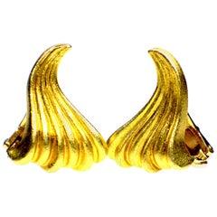 "GEMOLITHOS Maramenos & Pateras ""Waves"" Pair of Earclips, 18 Karat Gold 1980s"