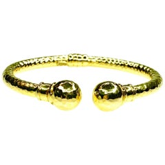 Hammered Bangle in 14 Karat Gold