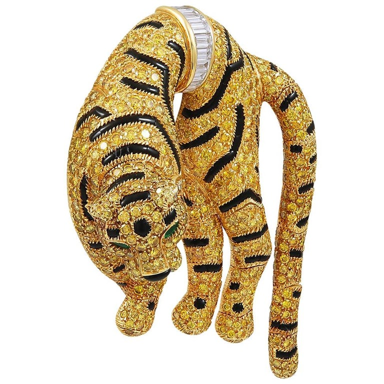 An extraordinary piece embodying one of Cartier's most striking creatures, the great tiger, designed as an 18k yellow gold brooch with a moveable head, pave-set throughout with an opulence of 609 of round-cut fancy yellow diamonds of exceptional